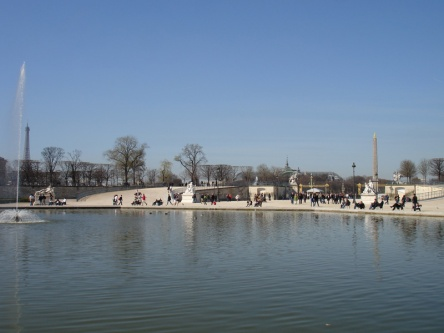 Jardin des Tuileries- staw z fontanną