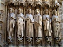 Rzeźby na portalach