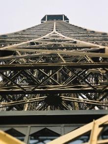 Widok na szczyt wieży z drugiego poziomu ( foto r. 2002)